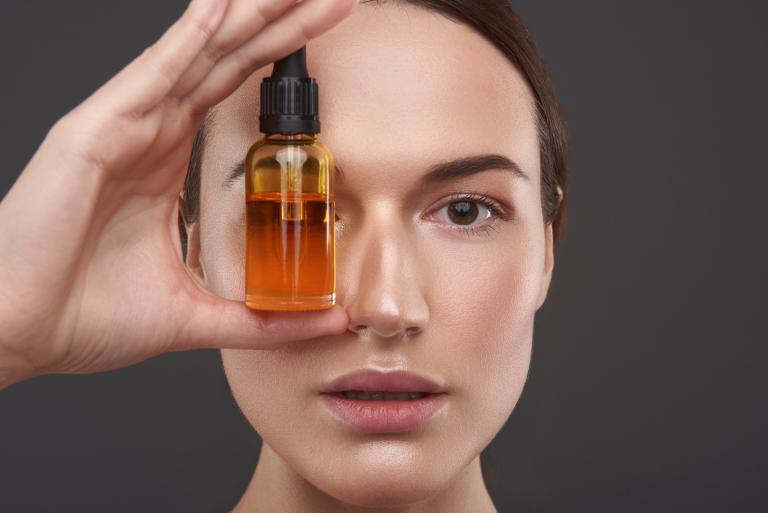 Для кого будет полезным использование сыворотки витамин С для лица 15%
